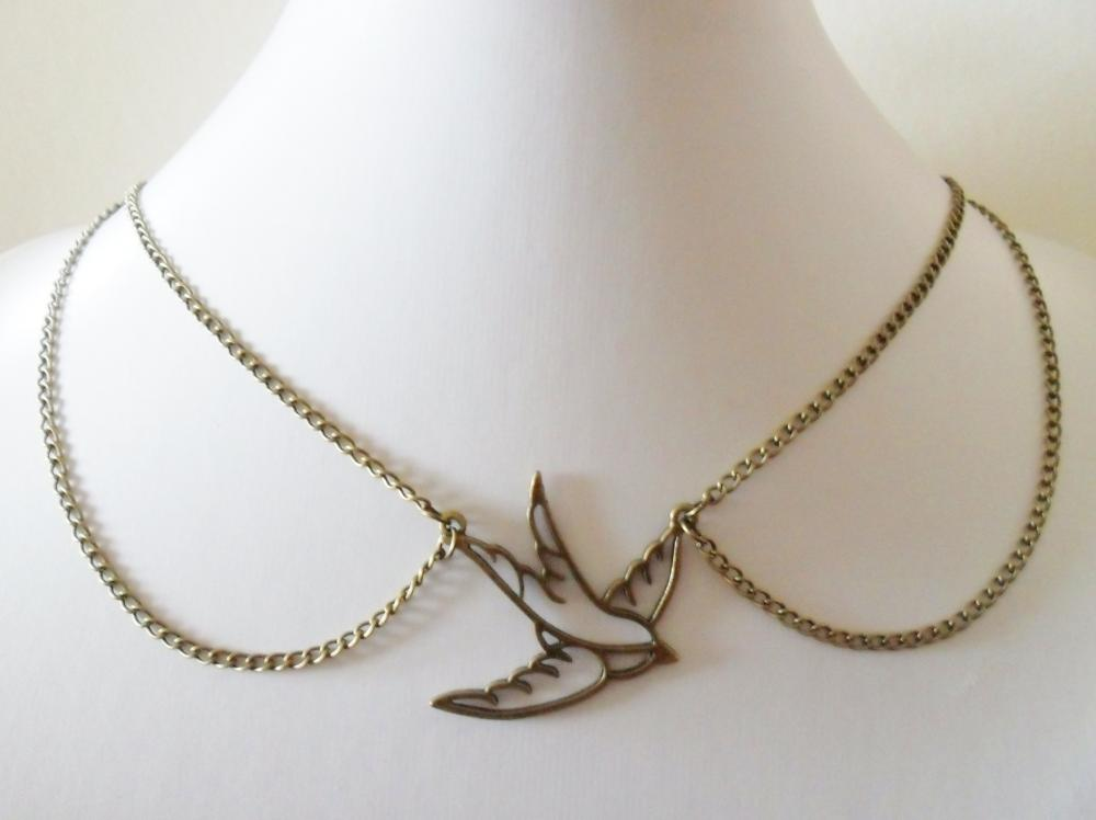 Peter Pan Collar Swallow Necklace