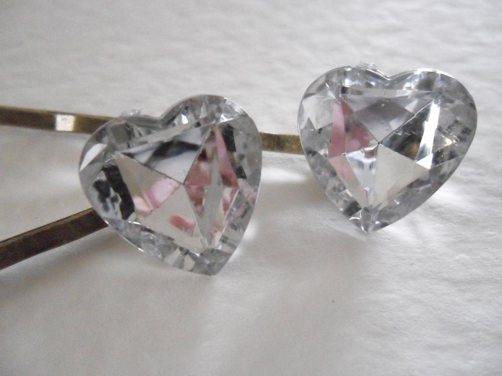 A Pair of Sparkly Diamond-like Jewel Heart Bobby Pins Hair Grips Slides